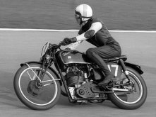 motorcycle-2154_640